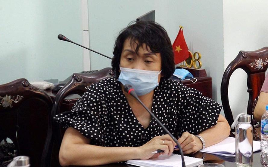 GS, TS Lê Thị Quỳnh Mai, Phó Viện trưởng Viện Vệ sinh Dịch tễ Trung ương hướng dẫn triển khai test nhanh.