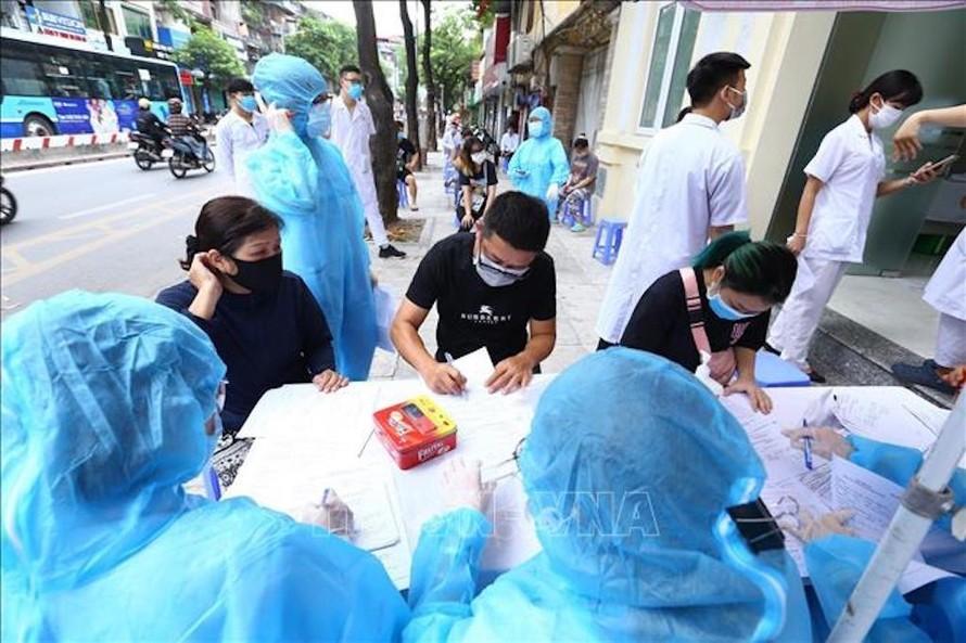 Hà Nội kiến nghị nâng thêm mức bồi dưỡng cho các lực lượng chống dịch.