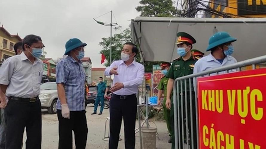 Ông Chử Xuân Dũng, Phó chủ tịch UBND TP. Hà Nội kiểm tra công tác phòng, chống dịch bệnh trên địa bàn huyện Thường Tín. (Ảnh minh hoạ)