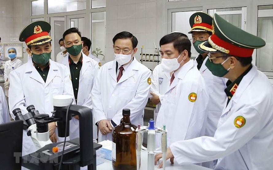 Chủ tịch Quốc hội thăm và làm việc với Học viện Quân y