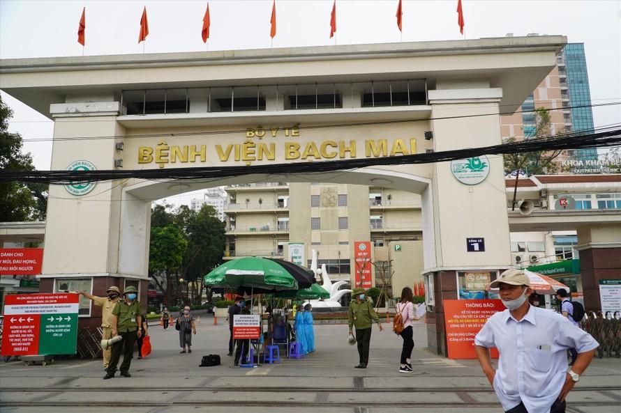 Bệnh viện Bạch Mai tiến hành chi trả tiền cho 86 bệnh nhân phẫu thuật thần kinh năm 2020