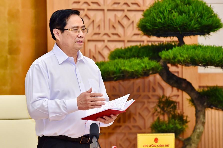 Thủ tướng Phạm Minh Chính yêu cầu căn cứ tình hình cụ thể để xác định thứ tự ưu tiên giữa chống dịch và phát triển kinh tế - xã hội.