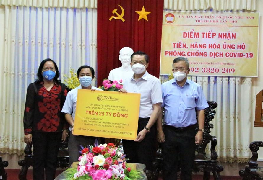 T&T Group trao tặng trê 25 tỷ đồng thiết bị, vật tư y tế cho TP Cần Thơ chống dịch COVID-19