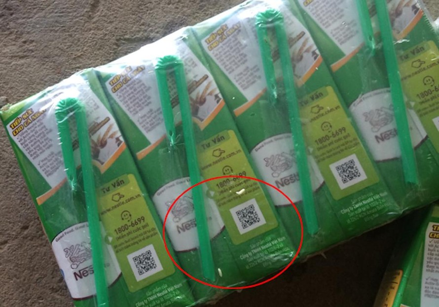 Hình ảnh ghi lại việc những con vật được cho là con giòi bò ra từ trong hộp sữa Milo mà bà N.T.L. (ngụ tại huyện Lâm Thao, tỉnh Phú Thọ) đã mua về cho cháu nội uống vào thời điểm năm 2016.