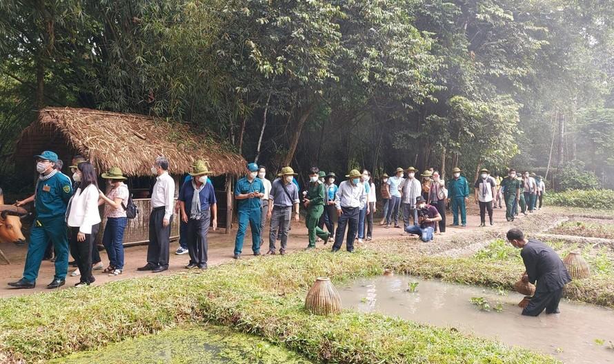 TPHCM tổ chức tour về nguồn tri ân lực lượng chống dịch
