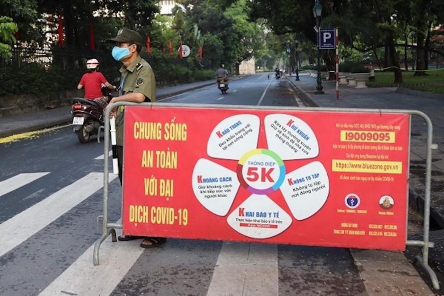 Hà Nội mở lại hàng loạt cơ sở kinh doanh, dịch vụ