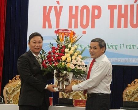 Ông Lê Trí Thanh (trái) được bầu giữ chức Chủ tịch UBND tỉnh Quảng Nam - Ảnh: VGP/Lưu Hương