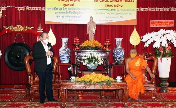 Phó Thủ tướng Thường trực Chính phủ Trương Hòa Bình chúc mừng các chư Tăng, Phật tử Nam tông và bà con Khmer nhân Tết cổ truyền Khmer Chol Chnam Thmay.