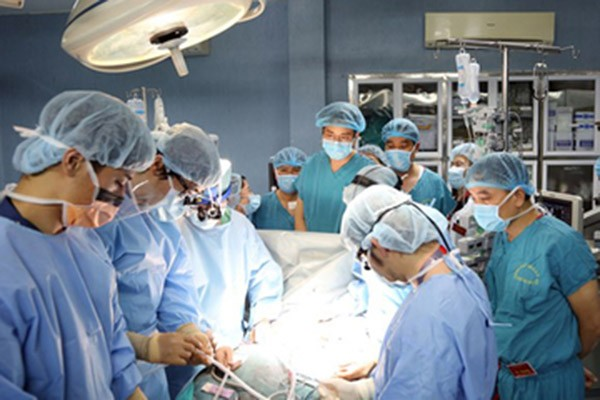 Việc sử dụng máy thở đối với bệnh nhân 91 không còn hiệu quả, hiện phải lọc máu, phụ thuộc hoàn toàn vào ECMO.