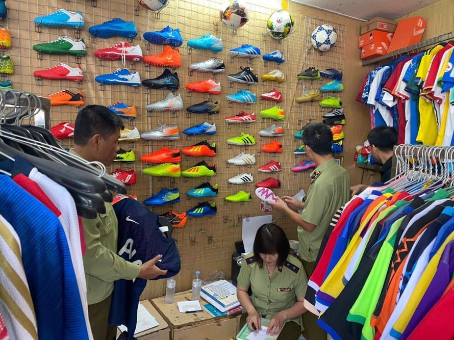 Hà Nội: Thu giữ 1.547 sản phẩm có dấu hiệu hàng giả nhãn hiệu nổi tiếng