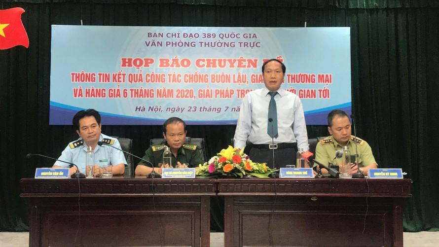 Chánh Văn phòng Thường trực BCĐ 389 QG Đàm Thanh Thế chủ trì buổi họp báo. Ảnh Tuấn Linh
