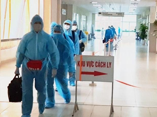 Đoàn công dân từ Guinea Xích Đạo về nước cách ly tại Bệnh viện Bệnh Nhiệt đới Trung ương. (Ảnh: PV/Vietnam+)