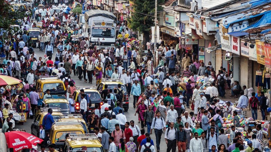 Ấn Độ bên ngoài ô cửa