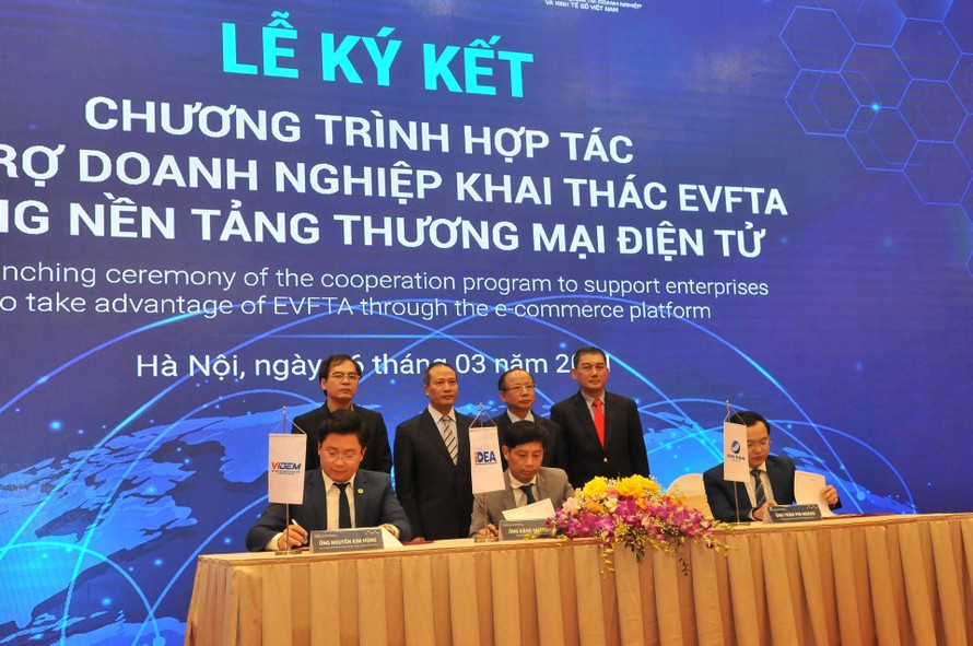 Lễ ký kết ra mắt chương trình hợp tác hỗ trợ doanh nghiệp khai thác EVFTA bằng nền tảng thương mại điện tử .