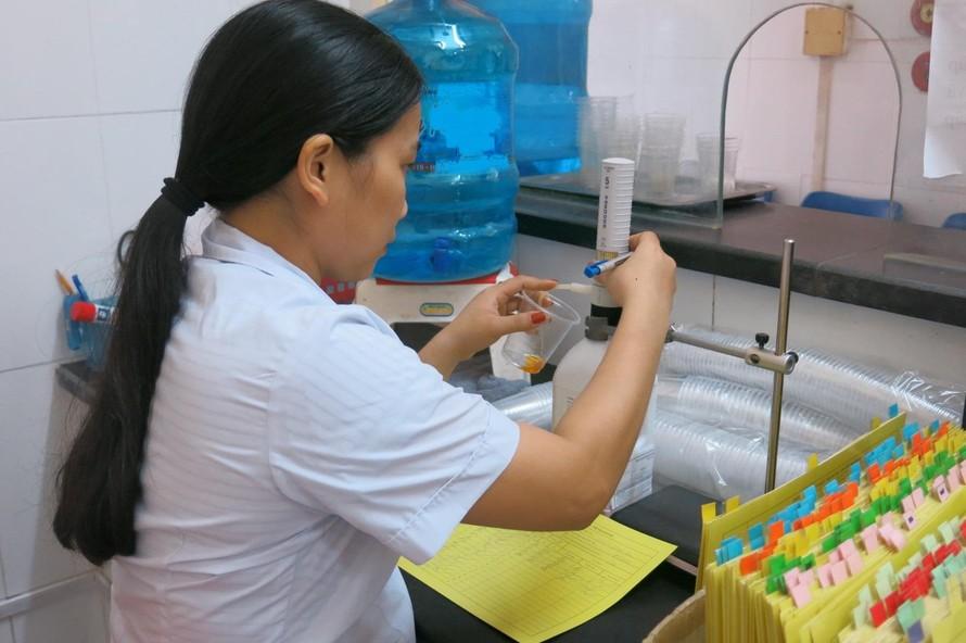 Cấp Methadone tại một cơ sở điều trị cho bệnh nhân ở Hà Nội.