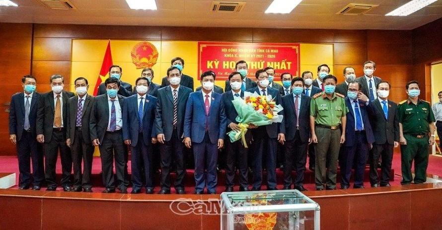 Các thành viên UBND tỉnh Cà Mau nhiệm kỳ 2021-2026. Ảnh: Báo Cà Mau