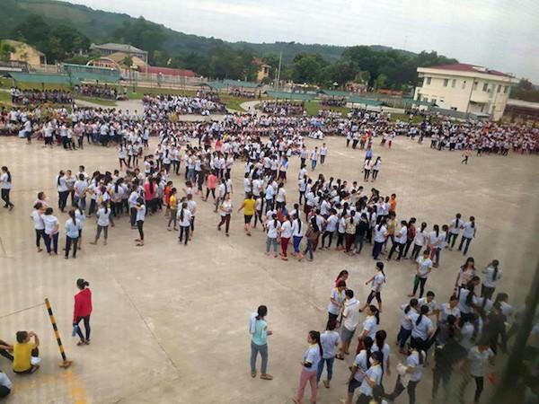 Công nhân Công ty TNHH S&H Vina ở huyện Thạch Thành (Thanh Hóa) đình công ngày 7-9 - Ảnh người dân cung cấp.