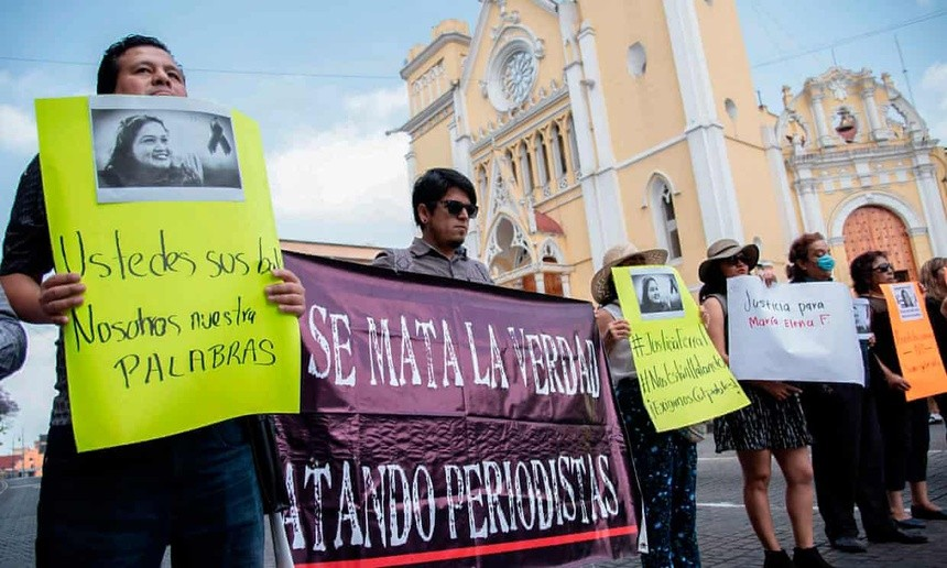 Nhà báo Mexico bị giết sau khi chụp ảnh thi thể trên đường