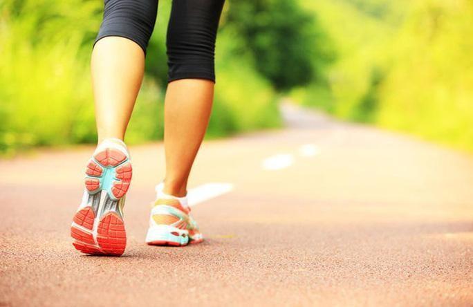 Đi bộ, đi dạo, tập thể thao trong môi trường thiên nhiên sẽ tốt cho sức khỏe tinh thần lẫn thể chất của bạn hơn - Ảnh minh họa từ Internet