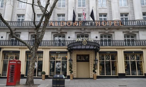 Một khách sạn tại trung tâm thủ đô London, Anh đóng cửa trong bối cảnh các biện pháp hạn chế được áp dụng nhằm ngăn chặn sự lây lan của dịch COVID-19, ngày 29/12/2020. (Ảnh: THX/TTXVN)