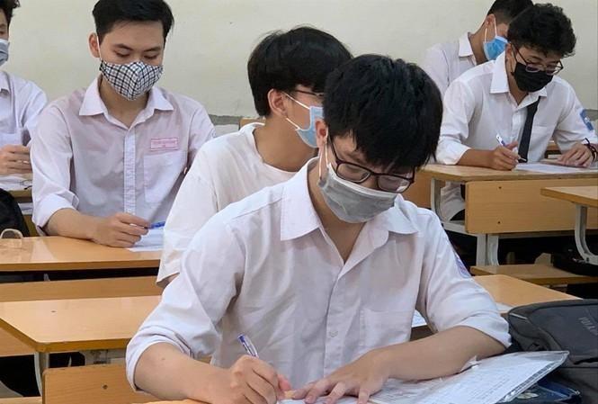 Dịch COVID-19 bùng phát đúng thời gian các trường phổ thông đưa học sinh đi trải nghiệm, các trường ĐH cho sinh viên nghỉ kết thúc học kỳ. Ảnh: DI/Tiền Phong