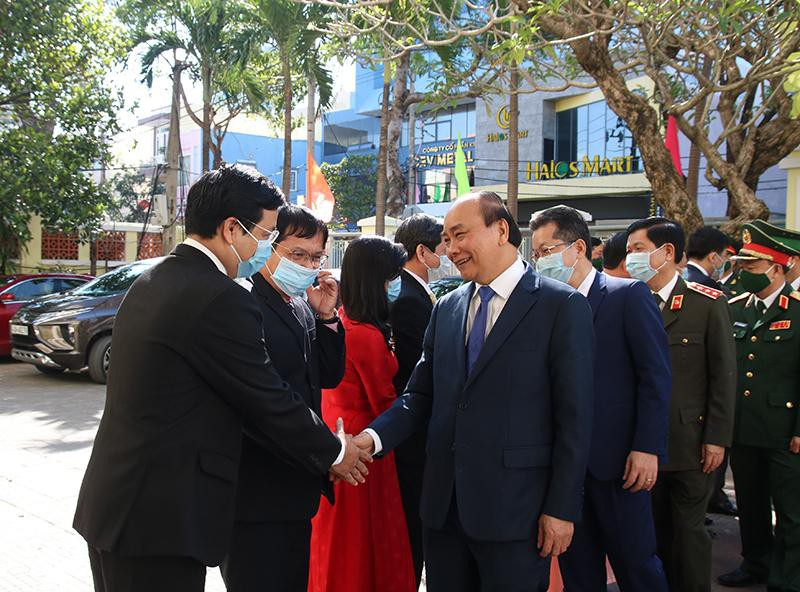 Thủ tướng Nguyễn Xuân Phúc đến thăm, chúc Tết tại Quận ủy Hải Châu. (Ảnh: Kinh tế & Đô thị)