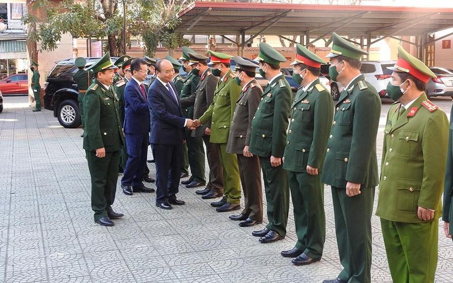 Thủ tướng Nguyễn Xuân Phúc thăm, chúc tết các lực lượng vũ trang thành phố Đà Nẵng. (Ảnh: Nhân Dân)