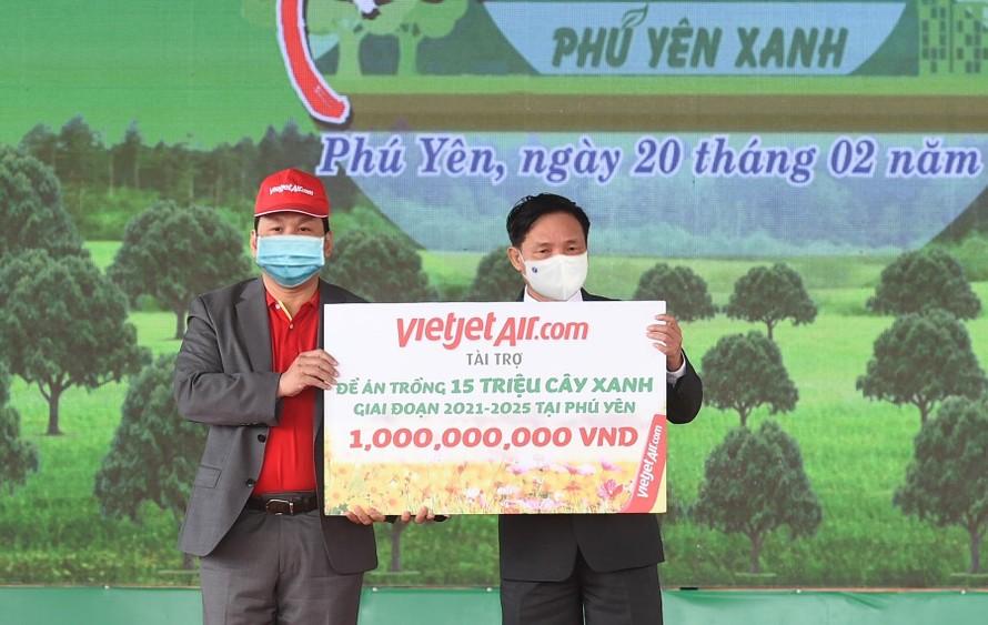 Vietjet cam kết đồng hành cùng Đề án trồng 15 triệu cây xanh tại Phú Yên.