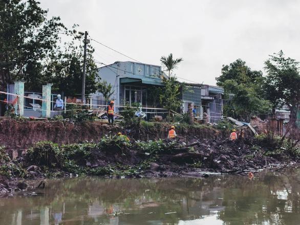 Công nhân thi công tại Dự án cải tạo rạch Cái Sơn - Mương Khai. (Ảnh: Báo Giao thông)