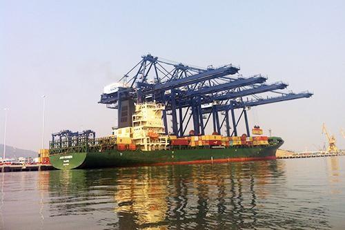 Cán cân thương mại hàng hóa thực hiện tháng 01/2021 xuất siêu 2,09 tỷ USD; tháng 2 ước tính nhập siêu 800 triệu USD. Ảnh: Q.H