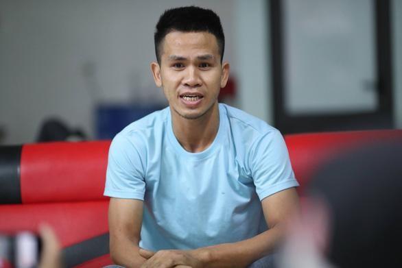 Anh Nguyễn Ngọc Mạnh, người cứu cháu bé 3 tuổi rơi từ tầng 12 chung cư ngày 28-2 - Ảnh: PHẠM CHIẾN