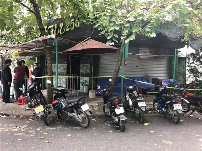 Công an phong toả hiện trường quán cà phê bị cháy để điều tra. (Ảnh: VTC News)
