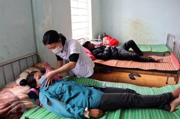 Các bệnh nhân vẫn đang được điều trị tại Trung tâm Y tế huyện Kon PLông - Ảnh: TTXVN