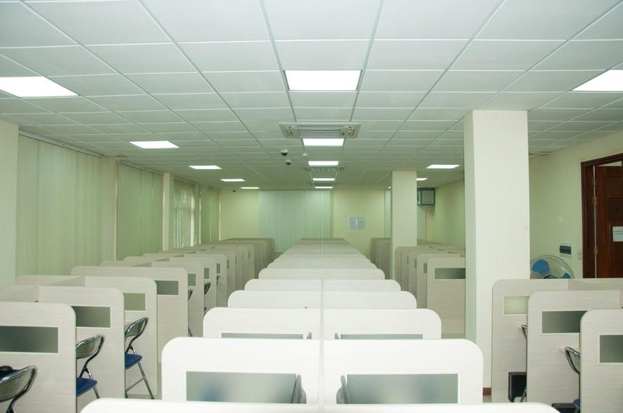 Đại học Quốc gia Hà Nội chuẩn bị cơ sở vật chất để thí sinh thi trong điều kiện giãn cách. Ảnh: VNU.