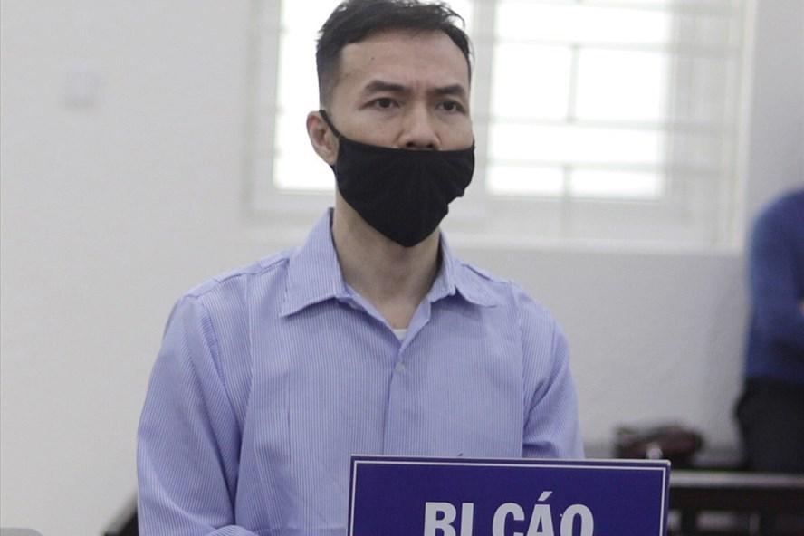 """Bị cáo Lê Tuấn tại phiên toà xét xử vụ án """"Lừa đảo chiếm đoạt tài sản"""". Ảnh: V.Dũng/Lao Động"""