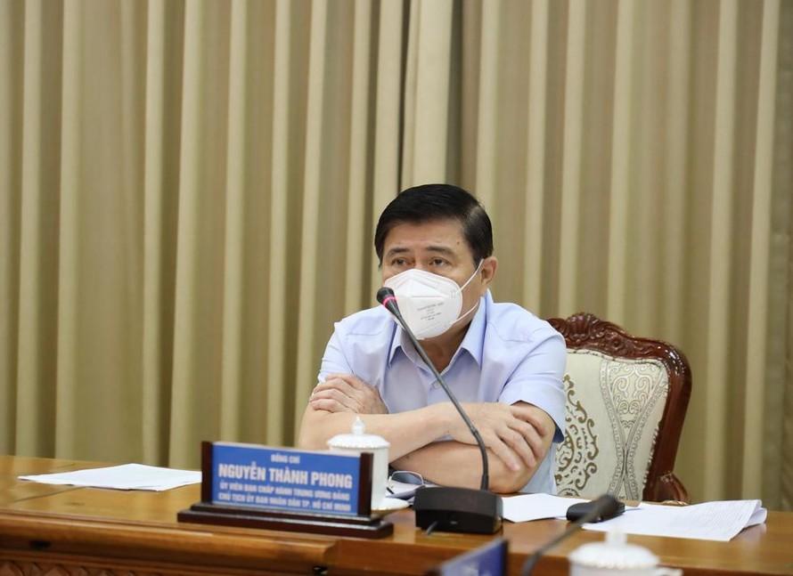 Chủ tịch UBND TP.HCM Nguyễn Thành Phong tại cuộc họp sáng 14-6 - Ảnh: Trung tâm báo chí TP.HCM