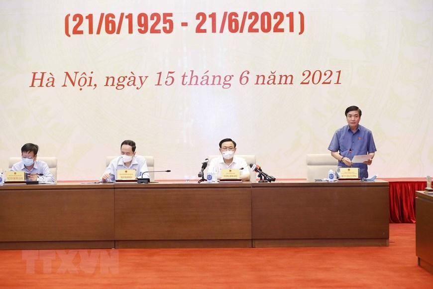 Tổng thư ký Quốc hội, Chủ nhiệm Văn phòng Quốc hội Bùi Văn Cường phát biểu tóm tắt về công tác báo chí đưa tin về hoạt động của Quốc hội. (Ảnh: TTXVN)