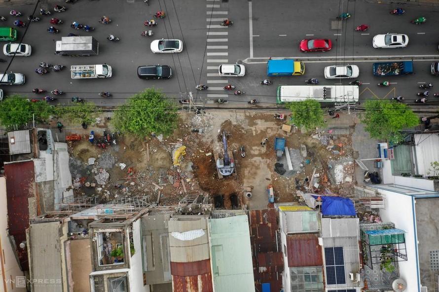 Công tác giải phóng mặt bằng cho tuyến metro số 2 trên đường Trường Chinh, phường 14. (Ảnh: VnExpress)