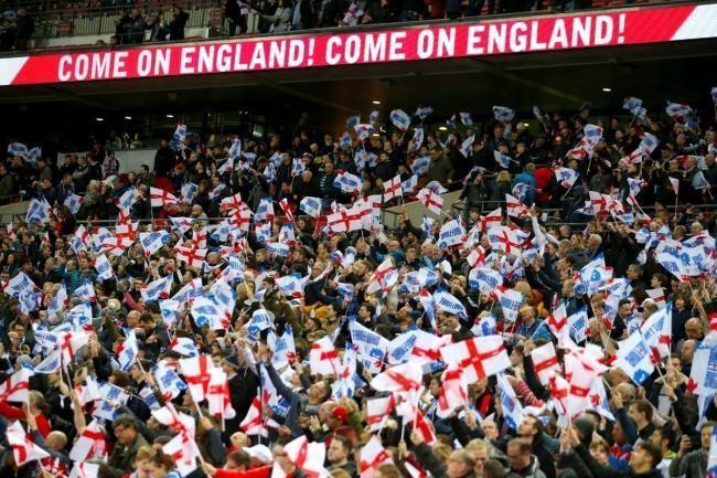 Sự cuồng nhiệt của các CĐV đội tuyển Anh. (Ảnh: Barnet Times)