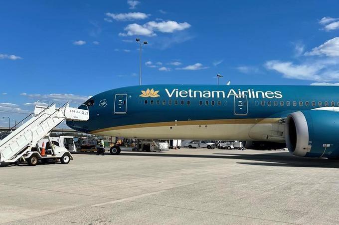 Máy bay Vietnam Airlines đáp tại sân bay quốc tế Washington Dulles. Ảnh: VNA.