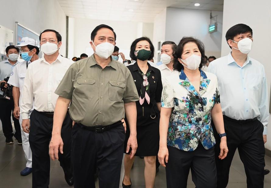 Thủ tướng Chính phủ Phạm Minh Chính cùng nhiều Bộ trưởng và các thành viên Chính phủ đến thăm và làm việc tại Nhà máy sữa Việt Nam của Vinamilk.