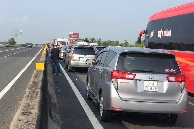 Cao tốc TP.HCM - Trung Lương ùn tắc hơn 10 km đường dịp lễ 30/4. Ảnh: T.K.