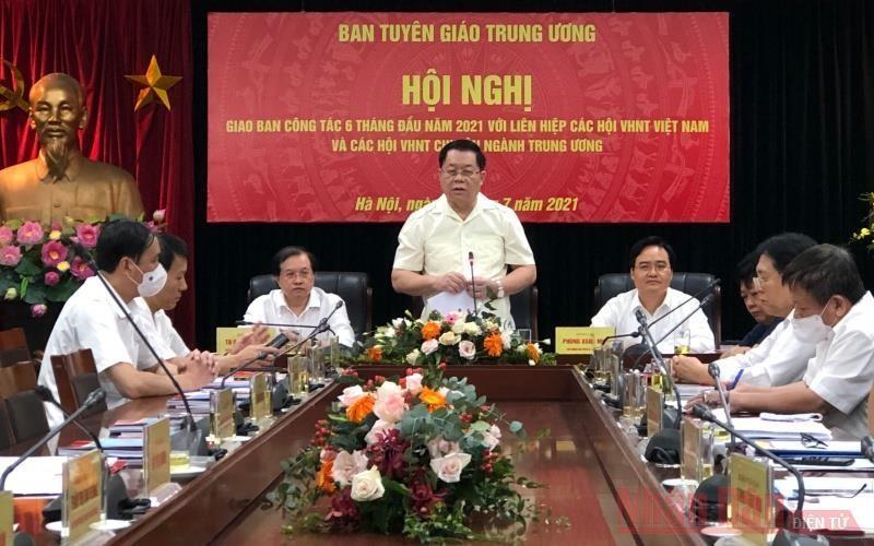 Đồng chí Nguyễn Trọng Nghĩa, Bí thư Trung ương Đảng, Trưởng Ban Tuyên giáo Trung ương phát biểu kết luận Hội nghị. (Ảnh: Nhân Dân)