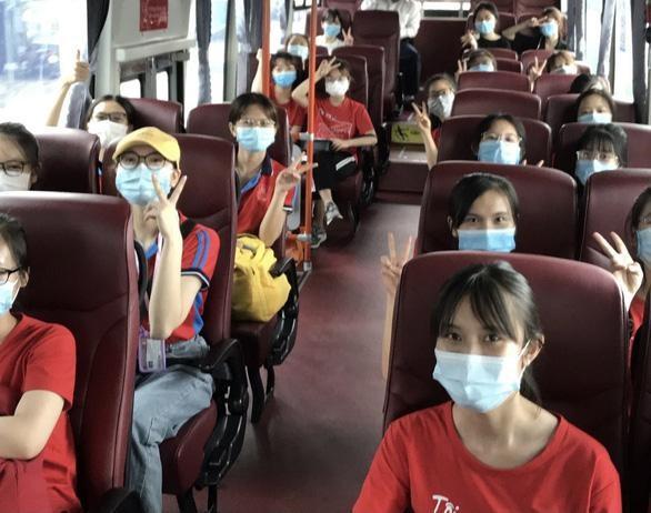Các tình nguyện viên của Trường ĐH Y Hà Nội đã tới Bình Dương ngày 6-7 để hỗ trợ phòng chống COVID-19 - Ảnh: Tuổi trẻ