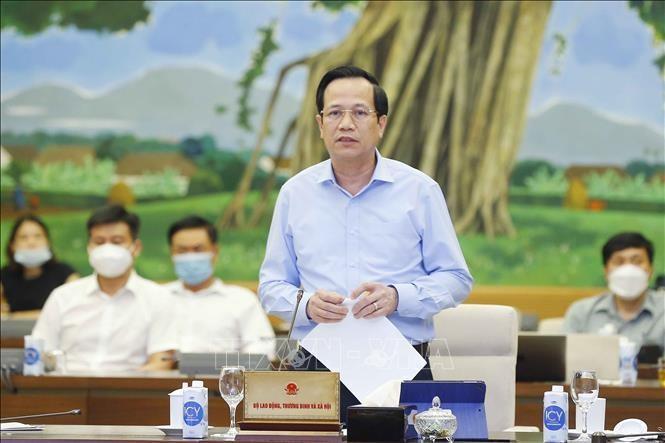 Bộ trưởng Bộ Lao động - Thương binh và Xã hội Đào Ngọc Dung trình bày tờ trình về chủ trương đầu tư Chương trình mục tiêu quốc gia Giảm nghèo và An sinh xã hội bền vững giai đoạn 2021-2025. Ảnh: Doãn Tấn/TTXVN