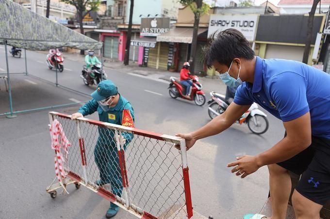 Chốt kiểm soát trên đường Nguyễn Kiệm, Gò Vấp, được tháo gỡ vào trưa 13/7. Ảnh: VnExpress