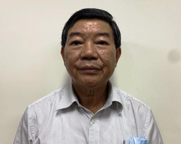 Bị can Nguyễn Quốc Anh - nguyên Giám đốc Bệnh viện Bạch Mai bị truy tố. (Ảnh: Người Lao động)