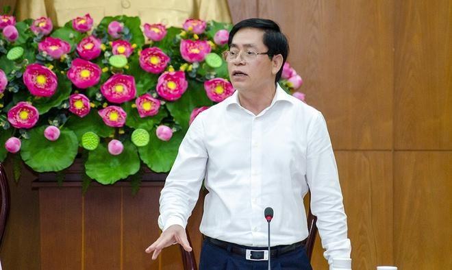 Ông Phạm Viết Thanh, Ủy viên Trung ương Đảng, Bí thư Tỉnh ủy, Chủ tịch HĐND tỉnh, phát biểu chỉ đạo tại cuộc họp. (Ảnh: Zing)