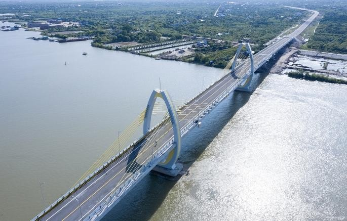Cầu Quang Thanh vượt sông Văn Úc, nối huyện An Lão với huyện Thanh Hà. (Ảnh: Pháp luật & Xã hội)