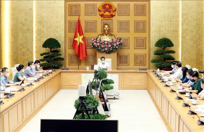 Phó Thủ tướng Vũ Đức Đam chủ trì cuộc họp Ban chỉ đạo về triển khai các biện pháp phòng, chống dịch hiện nay. Ảnh: Phạm Kiên/TTXVN